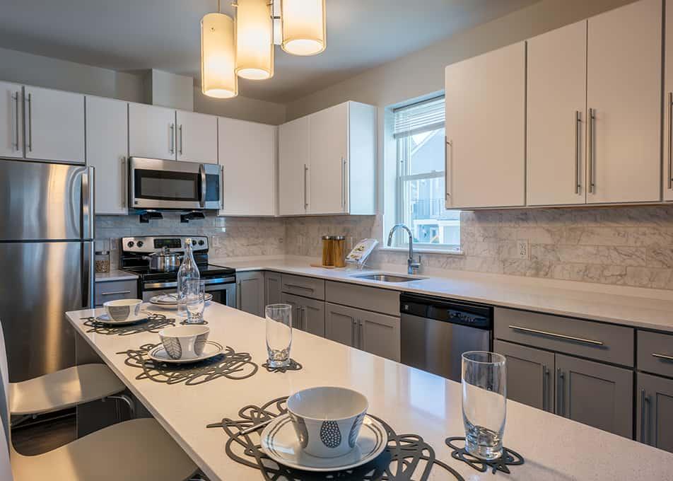 Island Creek Kitchen Cabinets & Countertops