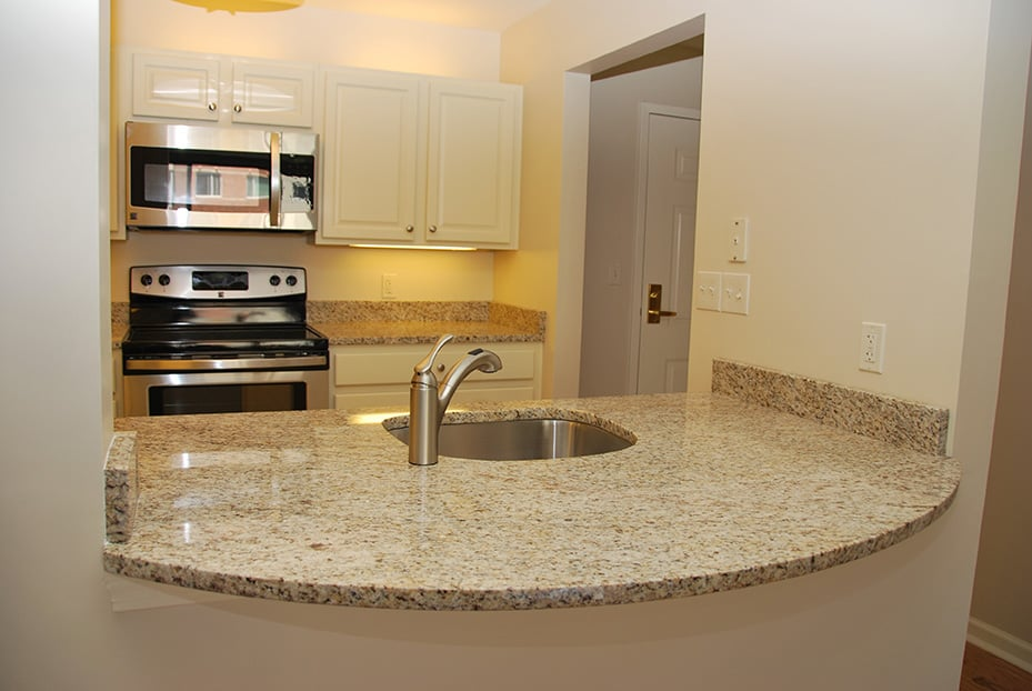 Linden Ponds Kitchen Cabinets and Countertops
