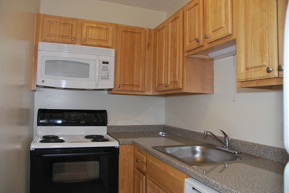 Northgate Apartments Kitchen Cabinets and Countertops