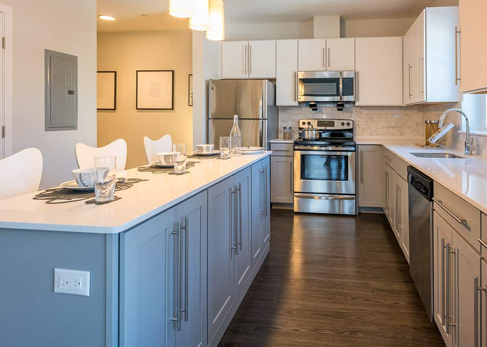 Island Creek Kitchen Cabinets & Countertops